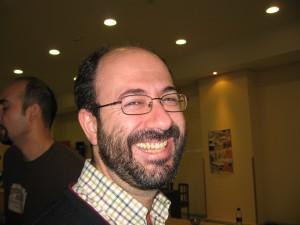 Daniel Izuzquiza sj coordina el taller sobre los excluidos en un mundo roto